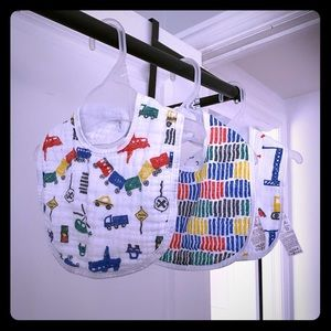 NWOT Aden and Anais classic muslin snap bib 3-pack
